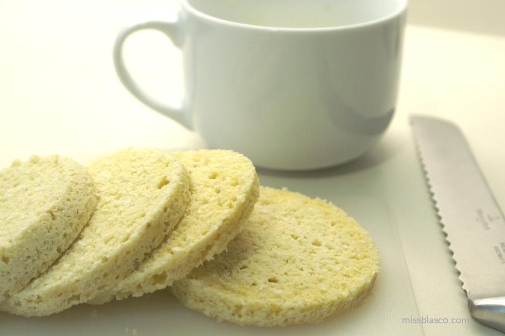 Bizcocho de almendra y coco sin azúcar al microondas