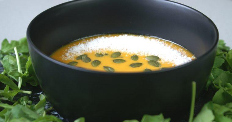 Sopa de coco thai vegana