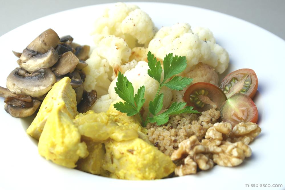 plato sano de pollo al curry con quinoa