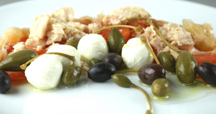 Ensalada de tomate, cebolla y puerro