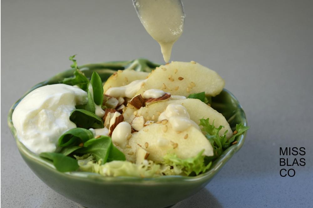 Burrata con pera y aliño de almendras