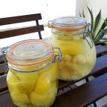 limones fermentados y envasados