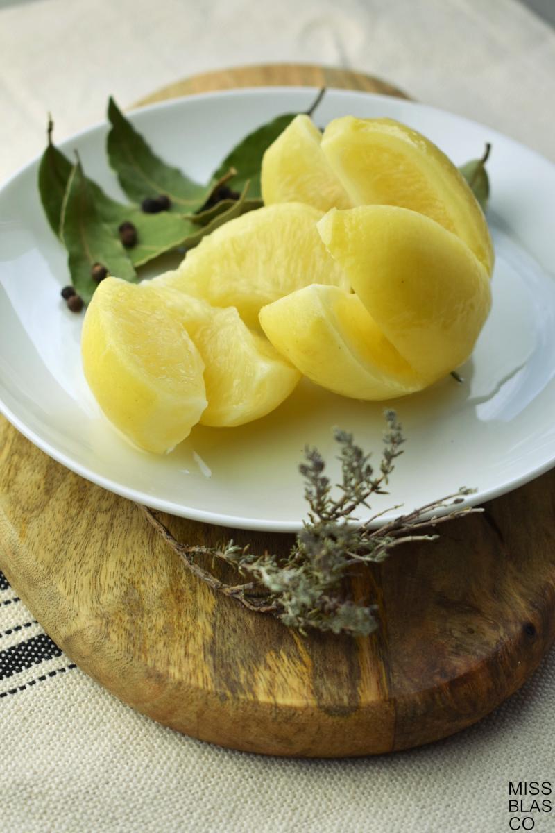 limones fermentados con laurel