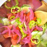 ingredientes ensalada griega en un bol