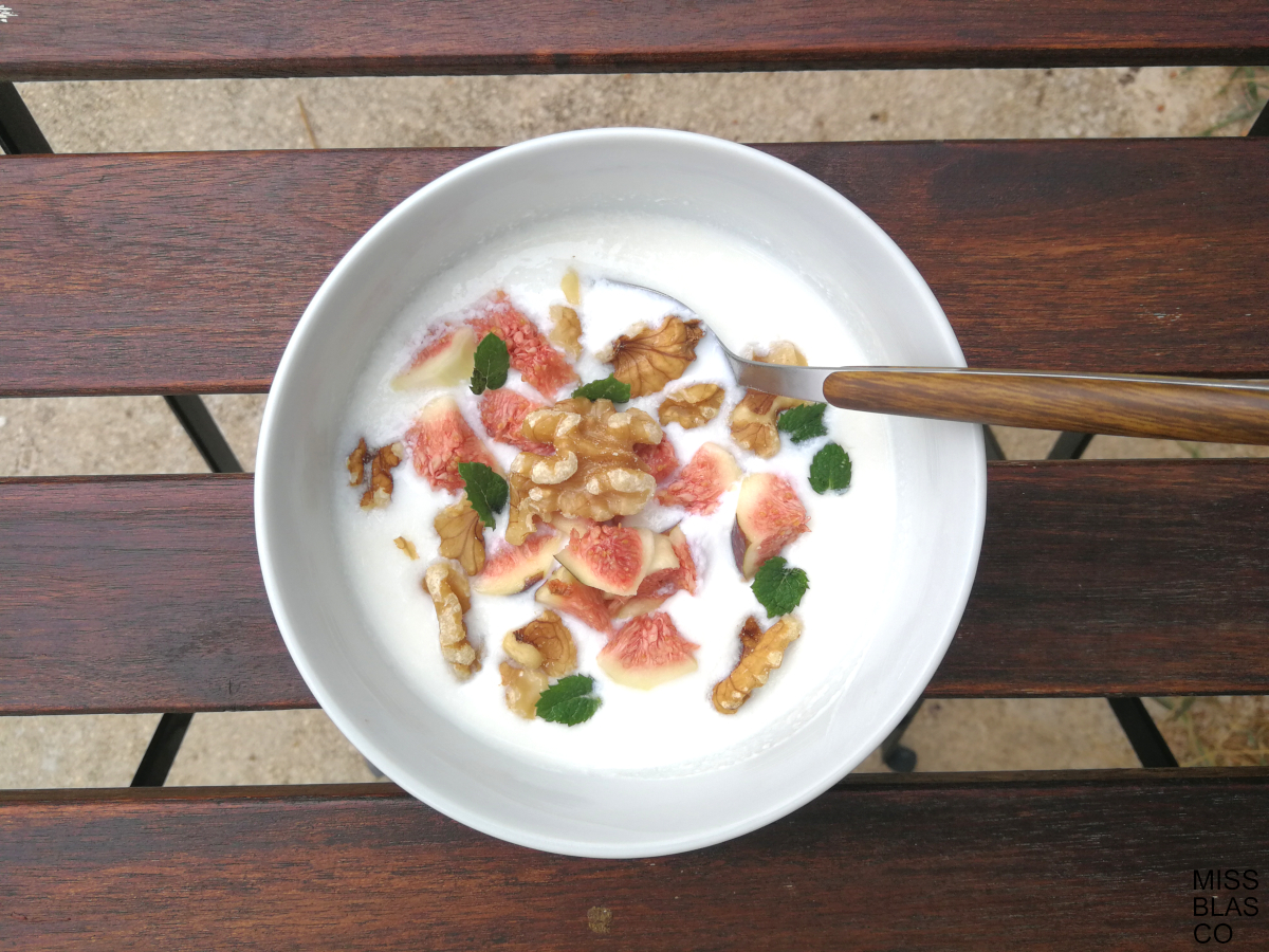 kefir with figs and walnuts