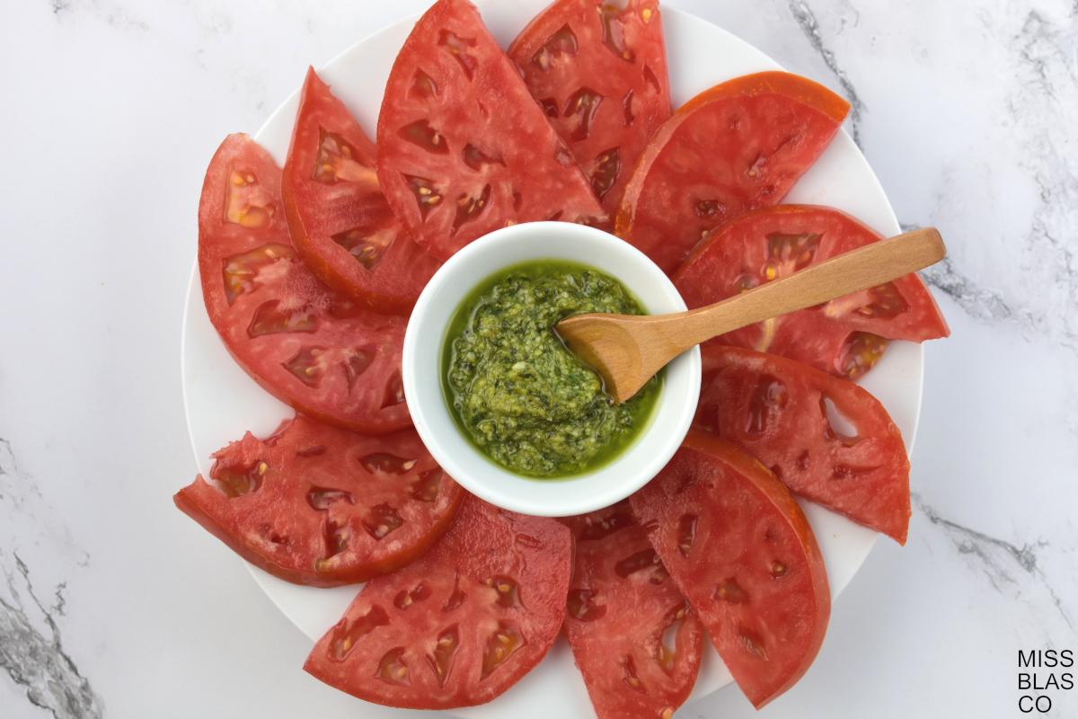 pesto con tomate